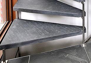 escalier-ardoise-marche-angle