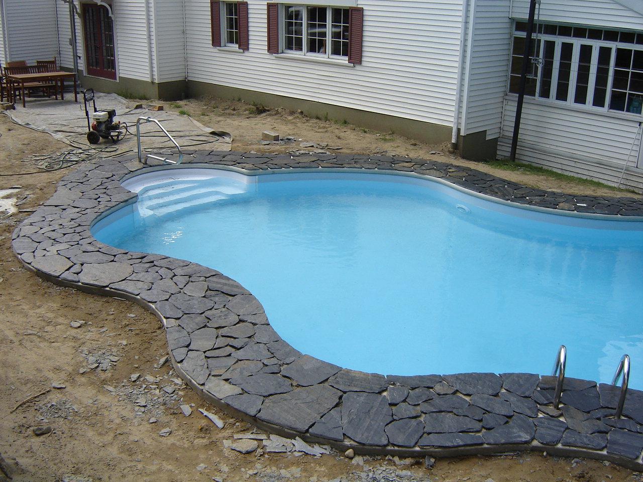 contour piscine ardoise, aménagement paysager